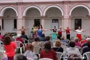 Kontakt Liberec - seniorky tančí v galerii